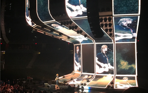 Ed Sheeran goes shoeless at Amalie Arena
