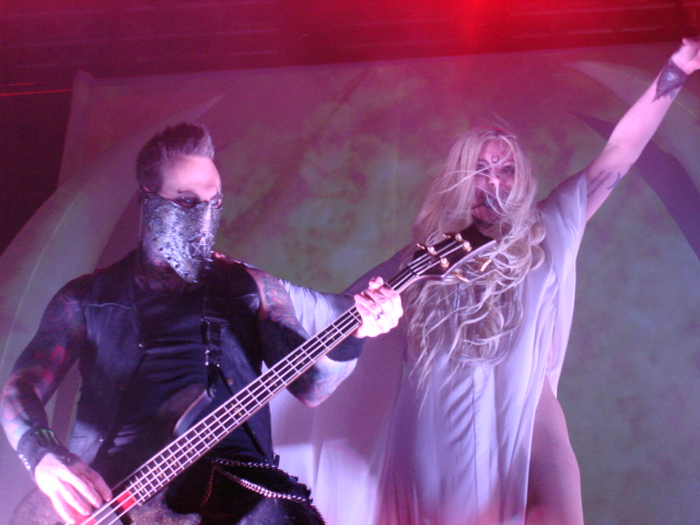 Travis+Johnson+and+Maria+Brink+mesmerize+fans+performing+as+In+This+Moment.